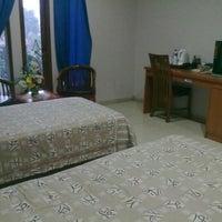 Photo taken at Hotel & Resto Bintang Redannte by Lies Y. on 12/18/2013