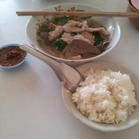 Photo taken at ง้วนโภชนา by Kitipatt S. on 12/29/2012