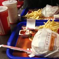 2/8/2013 tarihinde Ferhat Ç.ziyaretçi tarafından Burger King'de çekilen fotoğraf