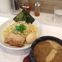 Photo taken at ぶっと麺 しゃにむに by Yuji U. on 9/27/2013