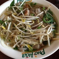 Photo taken at Pho Hoa Noodle Soup by Derrick H. on 7/7/2013
