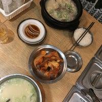 Photo prise au 신선설농탕 par CheetZz Z. le11/16/2017