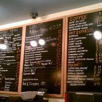 2/13/2013 tarihinde Phil L.ziyaretçi tarafından U Street Café'de çekilen fotoğraf