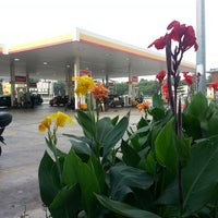Photo taken at Shell Tol Batu 3 by aMir Faiz Y. on 1/2/2014