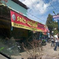 รูปภาพถ่ายที่ Soto Sedap Boyolali โดย Theo G. เมื่อ 12/22/2012