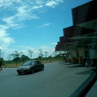 Photo taken at Sg. Tujuh Checkpoint (Brunei) by Ray S. on 3/26/2013