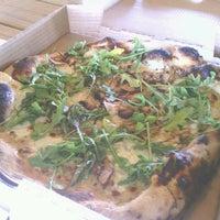 Photo prise au Stanley's Farmhouse Pizza par Adam L. le5/4/2013