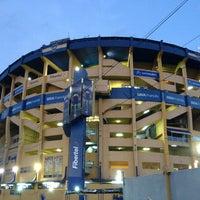 "Foto tirada no(a) Estadio Alberto J. Armando ""La Bombonera"" (Club Atlético Boca Juniors) por Ariel P. em 3/17/2013"