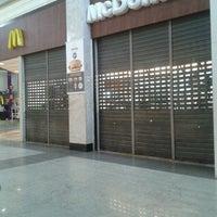 Foto tirada no(a) McDonald's por   Adriano N. em 6/29/2013
