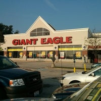 Photo taken at Giant Eagle Supermarket by Bryan N. on 9/11/2013