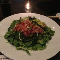 Photo prise au Wokcano Asian Restaurant & Lounge par Isabella J. le9/11/2013