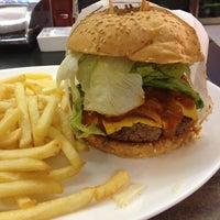 Photo taken at Eddie Fine Burgers by Fabio F. on 5/3/2013