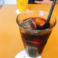 Photo taken at 知るカフェ同志社大学前店 by あやの on 8/22/2018