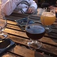 Das Foto wurde bei The International Beer Bar von Lisa S. am 7/1/2017 aufgenommen
