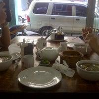 Das Foto wurde bei Ying Ying Tea House von poom p. am 9/10/2013 aufgenommen