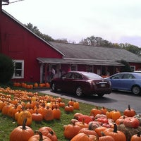 Photo taken at Sages Apples fruit farm by Jayson C. on 10/6/2013