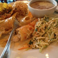 Foto tomada en La Parrilla Mexican Restaurant por Tanya B. el 3/14/2013