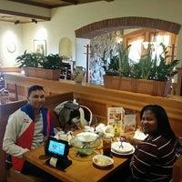 Photo taken at Olive Garden by Lenin R. on 9/27/2016