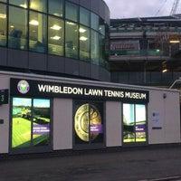 Das Foto wurde bei Wimbledon Lawn Tennis Museum von ごろー am 2/12/2018 aufgenommen