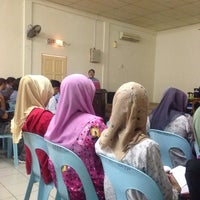 Photo taken at Masjid Pekan Papar by Siti Mardhiah M. on 1/26/2014