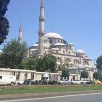 Das Foto wurde bei Şehzadebaşı Camii von Bahar am 5/24/2013 aufgenommen
