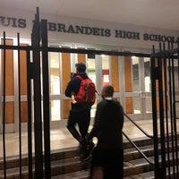 Das Foto wurde bei Brandeis High School von Nae D. am 10/18/2017 aufgenommen