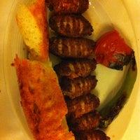 Foto tomada en Köz Kanat Restaurant por Gulnihal O. el 1/12/2013