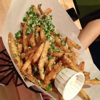 Das Foto wurde bei Hopdoddy Burger Bar von Grant Y. am 6/22/2013 aufgenommen