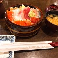 Photo taken at Sushi Sanrikumae by Satomi A. on 6/22/2017