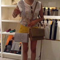 Photo taken at Tory Burch - Outlet by Ruben M. on 9/14/2014