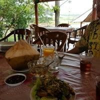 รูปภาพถ่ายที่ Restoran & Wisata Air Alam Sari โดย fu t. เมื่อ 9/4/2016