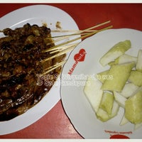 Photo taken at Sate & Soto Gandapura by Yopie S. on 1/5/2014