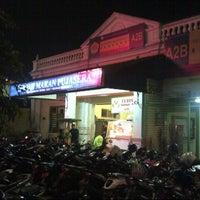 Photo taken at Pujasera Merdeka by Hafiz H. on 9/29/2013