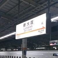 Photo taken at JR新大阪駅 21-22番線ホーム by Akito F. on 12/31/2012