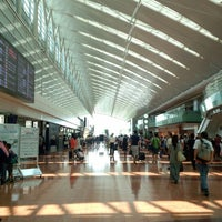 Photo taken at Tokyo (Haneda) International Airport (HND) by ハル on 7/27/2013
