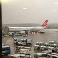Foto tirada no(a) Terminal A por Serdar K. em 3/9/2013