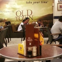 Photo taken at OldTown White Coffee by Muhamad A. on 4/3/2013