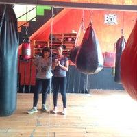 Photo taken at Ojo De Tigre Box y Muay Thai by Myriam G. on 5/12/2015