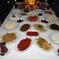 Photo prise au Kasr-ı Van Kahvaltı ve Kahve Evi par Bayram T. le12/23/2012