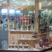 Photo taken at Terra Perfumería Local 133 by Sigal M. on 4/29/2014