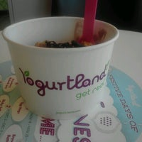 Photo taken at Yogurtland by Caro D. on 12/23/2012