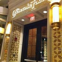 Das Foto wurde bei The Cheesecake Factory von Paul H. am 10/8/2011 aufgenommen