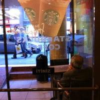 5/29/2012 tarihinde Эдуард Х.ziyaretçi tarafından Starbucks'de çekilen fotoğraf