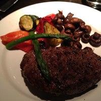 Foto tirada no(a) The Keg Steakhouse & Bar por Venk C. em 1/2/2012