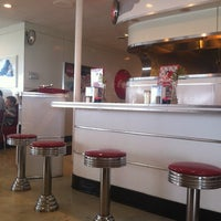 Photo taken at Ruby's Diner by Lucas Henrique L. on 6/2/2012