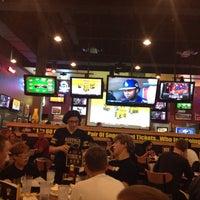 Foto diambil di Buffalo Wild Wings oleh Kevin K. pada 10/14/2013