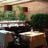 Foto tirada no(a) Duo Restaurante por Priscila B. em 4/28/2013