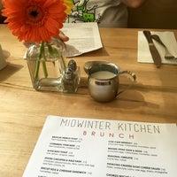 Foto scattata a Midwinter Kitchen da Anna L. il 7/13/2017