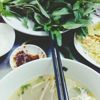 Photo taken at Phở Hồng by Ron N. on 2/12/2015