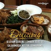 Photo taken at Ayam Goreng Lombok Idjo by Geiga V. on 1/1/2013
